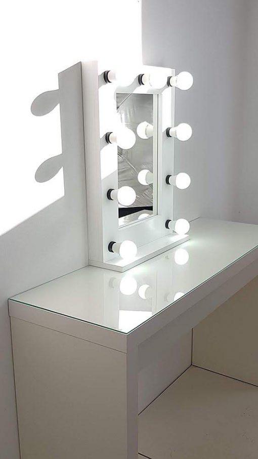 Kleiner Kosmetikspiegel für das Gesicht