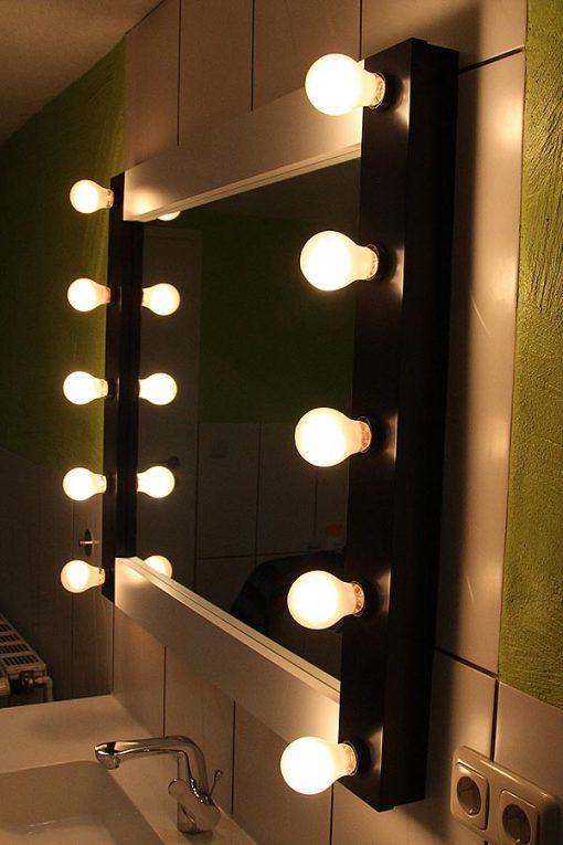 Theaterspiegel von artistmirror 100cm breit und 80 cm hoch, in Schwarz-weiss, mit 10 Lampenfassungen E27, feuchtraumgeeignet.