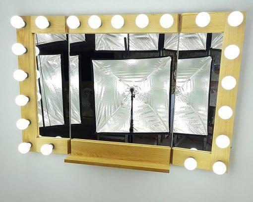 Theaterspiegel von artistmirror, mit Flügeln zum Klappen, 120cmbreit und 80cm hoch, aus Eiche geölt.