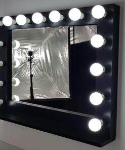 Theaterspiegel mit Beleuchtung in Schwarz, Querformat zum Hänegen und Stellen, mit 15 Lampen.