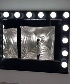 Theaterspiegel mit Beleuchtung in Schwarz, Querformat zum Hängen und Stellen, mit 15 Lampen.