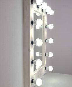 Make Up Spiegel aus Fichte, weiß gebeizt und weiß geölt, hochkant.