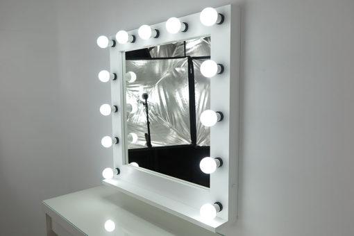 Spiegel mit Licht, sehr groß, quadratisch, zum Stellen und Hängen, in Weiß, mit 13 Lampen