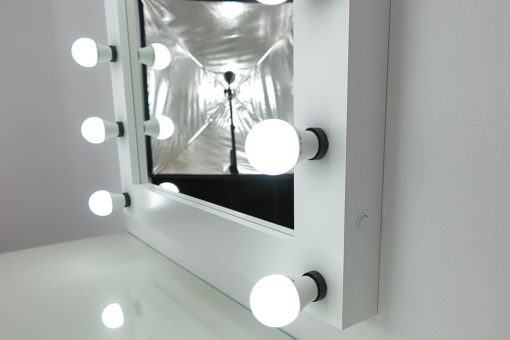 Theaterspiegel von artistmirror, sehr groß, quadratisch, zum Stellen und Hängen, in Weiß, mit 13 Lampen