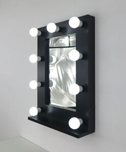 Schwarzer Schminkspiegel mit Glühbirnen mit 9 Lampen, an eine Wand.
