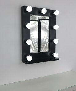 Schwarzer Theaterspiegel mit 9 Lampen, an eine Wand.