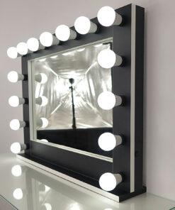 Theaterspiegel von artistmirror, groß, querformat, zum Stellen und Hängen, in Schwarz mit weißen Kanten, mit vielen Funktionen.